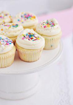 Super-Duper Vanilla {or Funfetti} Cupcakes | Sweetapolita