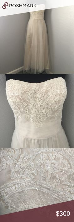 """💖 David's Bridal Tulle Wedding Gown 💖 Worn for about 5 hours. David's Bridal tulle Lace wedding gown in taupe. A-line style, can bustle. I had the dress hemmed to my height (I'm a little over 5'3""""). Zipper opening. The hook in the clasp broke, but easy fix. Dress was left unwashed, but hung in storage. Dress size between 10-12. loved this dress!   🚫 No trades 🚫 🚫 No PayPal 🚫 🔸Reasonable offers considered 🔸 🔸 Lowball offers will automatically be declined 🔸 🔸 Submit your offer…"""