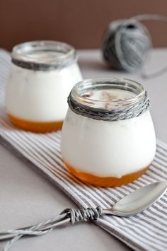 iogurt casolà amb mel i anous Kefir Culture, Sweet Cooking, Butter Cheese, Salty Foods, Natural Yogurt, Homemade Yogurt, Sweet And Salty, Desert Recipes, Cheese Recipes