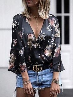 Deep V Neck Floral Printed Bell Sleeve blouse for women chic blouse for women chic casual blouse for women chic style blouse for women chic fashion designers blouse for women chic shirts Bell Sleeve Blouse, V Neck Blouse, Shirt Sleeves, Bell Sleeves, Pantalon Slim Noir, Floral Tops, Floral Blouse, Floral Sleeve, Autumn Clothes