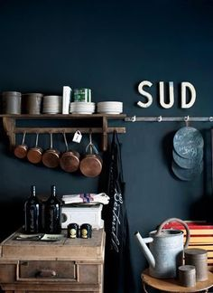 Couleur mur : dark Blue / Via Lejardindeclaire...