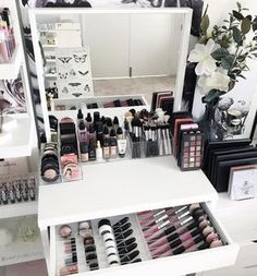 """A new day. A new layout . To add abit of """"colour"""" to my vanity space I placed my marble canvas from @targetaus behind my white IKEA mirror. . So many layouts to be created with our large range of makeup storage. . Today on the bench. 2 x Large compact holders (side by side) 1 x VC Foundation Holder 1 x VC Brush holder 1 x VC Palette holder . In the draw 2 x VC Dividers - small size. Set 1 on the left. Set 3 on the right. . All items available on our website. Link on our Instagram page"""