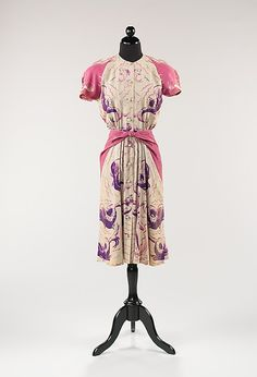 Dress Bonnie Cashin (American, Date: 1942 Culture: American Medium: synthetic Dimensions: Length at CB: 42 in. cm) Credit Line: Brooklyn Museum Costume Collection at The Metropolitan Museum of Art, Gift of the Brooklyn Museum, Gift of Bonnie Cashin, 1951 Vintage Outfits, 1940s Outfits, 1940s Dresses, Vintage Dresses, Vintage Clothing, 1940s Fashion, Vintage Fashion, Vintage Couture, Timeless Fashion