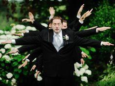 Es normal sentirse encorsetado cuando eres uno de los amigos del novio en una boda —¡y no digamos nada si eres el padrino!— con el traje y la corbata. Sin embargo, el atuendo formal no es un obstáculo...