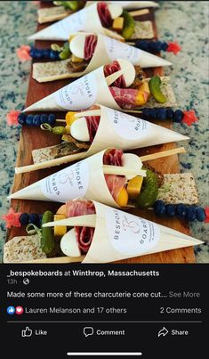 Charcuterie Recipes, Charcuterie And Cheese Board, Charcuterie Gifts, Cheese Boards, Snacks Für Party, Appetizers For Party, Appetizer Recipes, Party Food Platters, Food Presentation