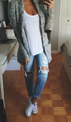 40 Super Stylish Ways to Wear Converse this Fall 40 Super Stylish Ways to Wear Converse this Fall fall outfits casual Casual Fall Outfits, Fall Winter Outfits, Autumn Winter Fashion, Winter Wear, Outfits With Grey Cardigan, Cheap Outfits, Sweater Dresses, Casual Winter, Spring Outfits