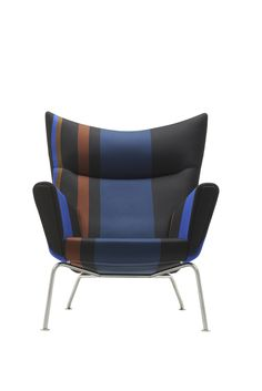 In één rechte streep naar de winkel voor de modieuze stoeltjes van Carl Hansen & Son. carlhansen.com