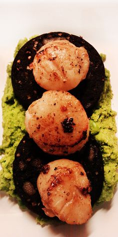 Scallops, Black Pudding & Pea Purée - A delicious and simple way to serve up tasty scallops. A truly great combination! - www.fishisthedish.co.uk/recipes/scallops-black-pudding-pea-puree