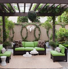 The Happiness of Having Yard Patios – Outdoor Patio Decor Backyard Patio Designs, Large Backyard, Backyard Landscaping, Landscaping Ideas, Deck Patio, Patio Trellis, Cozy Backyard, Modern Backyard, Patio Privacy