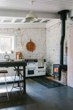 How to Do Rustic Home Decor With Wooden Furniture? – Rustic Home Decor Rustic Kitchen Decor, Rustic Decor, Rustic Kitchens, Kitchen Ideas, Rustic Backdrop, Rustic Chair, Rustic Curtains, Rustic Table, Rustic Barn