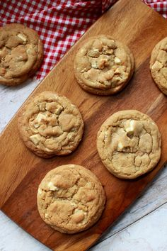 Wicked sweet kitchen: Suklaapandan keittiössä 1-vuotispäivä ja White chocolate chip cookies-ohje White Chocolate Chip Cookies, Kitchen White, Biscotti, Wicked, Deserts, Baking, Sweet, Food, Candy