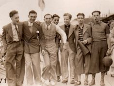 On this picture we can see the 1930's men's athletic wear. We can notice that, during that time, men were very proper in terms of clothes, always wearing a tailored jacket with a button down shirt or polo shirt and trousers. We can notice here the difference in the length.