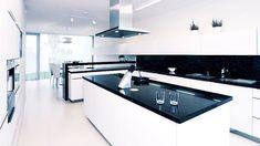 Minimalismus pro opravdové znalce / Minimalism for true connoisseurs New Kitchen, Kitchen Island, Glass Fence, House Design, Mirror, Architecture, Furniture, Home Decor, Kitchen White