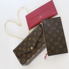 Louis Vuitton pochette FELICIE CHAIN WALLET |  in Monogram canvas, 1 flat inside pocket, two removable interior pockets (zipped pocket with leather zipper and flat pocket with 8 credit card slots), removable golden chain, golden hardware. use it as a wallet, shoulder bag, clutch, or wristlet.