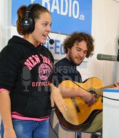 Spontaner Sing-Auftritt mit Elijah und einer Zuschauerin. Alle waren begeistert!