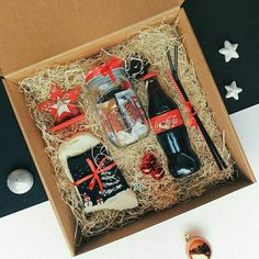 DIY Candy Gift Boxes for Birthday Presents for Boys – Back to School Crafts – Grandcrafter – DIY Christmas Ideas ♥ Homes Decoration Ideas Diy Christmas Gifts For Friends, Christmas Gift Baskets, Christmas Gift Box, Homemade Christmas Gifts, Homemade Gifts, Christmas Presents, Christmas Ideas, Birthday Presents For Boys, Creative Birthday Gifts