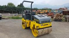 Rullo BOMAG BW 120 AD-3 – Tandem roller BOMAG BW 120 AD-3   Anno/Year: 2.000 Ore/Hours: 1.700 Motore/Engine: DEUTZ F2L 1011 F  - 2 Cilindri – 21 Kw/29 Hp a 2.800 g/min – rpm. Tamburo/Drum: 1.190 mm.