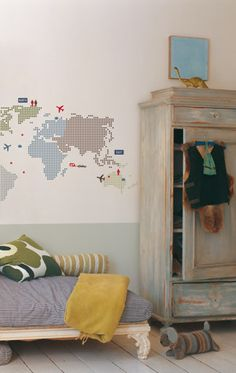 rrr. I've always wanted some type of map on my wall in my house. This is a super cool way to do it :)