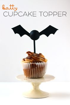 This bat cupcake top