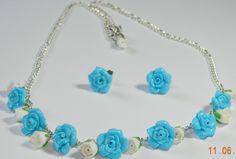 Colectia trandafiri - Trandafirii de culoare azurie alaturati boboceilor albi..