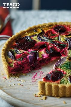 For an elegant centrepiece this Christmas, look no further than this eye-catching veggie quiche. Beetroot and red onion form a pretty pink pattern in the creamy fillng, which is encased in a nutty pastry for extra flavour. Vegetarian Christmas Dinner, Veggie Christmas, Quiche Recipes, Tart Recipes, Cooking Recipes, Veggie Quiche, Vegetarian Quiche, Beetroot Recipes, Tesco Real Food