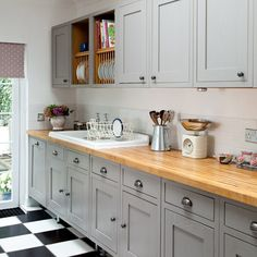 Dark grey shaker cabinets shaker style kitchen cabinets grey shaker style kitchen with wooden worktop kitchen Wooden Worktop Kitchen, Farmhouse Sink Kitchen, Kitchen Units, New Kitchen, Kitchen Decor, Kitchen Grey, Kitchen Country, Kitchen Ideas, Farmhouse Style