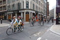 Bude tomu přibližně rok, co jsem se sebral a odjel pracovat do Londýna. Po třech měsících jsem se sice vrátil, dokonale vyléčen z jakýchkoliv forem ambicí, budování lepších zítřků akariérismu, pře… Nostalgia, Street View, Bicycles, Blog, Blogging, Bike, Bicycle, Biking