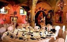Das #Schloss Oberndorf bei Augsburg ist mit seinen romantischen Gärten und mittelalterlichen Sälen nicht nur perfekt für Hochzeiten, sondern auch für Dinner Partys und Tagungen. #OLAW #Hochzeitslocation