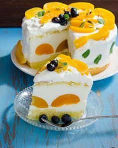 Cake Decorating Ideas - Dress Up Your Cake With Fruit. Sweets Recipes, Baking Recipes, Cake Recipes, Cupcakes, Cupcake Cakes, Bueno Cake, Helathy Food, Cooking Bread, Thanksgiving Desserts