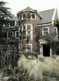 Abandoned Mansions in the South | Abandoned house. Spooky | aBAnDoNed pLAceS Of LOneLy.....