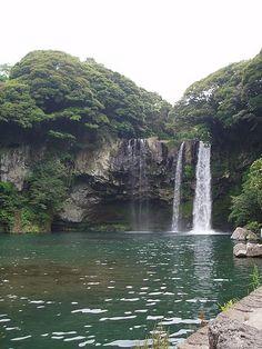 south+korea   Cheonjiyeon Waterfall, South Korea
