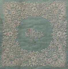 18世紀手刺繍ホワイトワークハンカチーフパネル