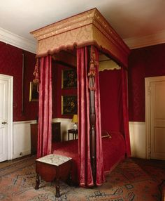 View of the Little Chamber at Lytes Cary, showing the four poster bed dating from the late formerly Sir Walter Jenner's bedroom. The bed came from Burton Pynsent, near Curry Rivel, the upholstery is twentieth century. Royal Bedroom, Bedding Master Bedroom, Georgian Interiors, House Interiors, Bed Crown Canopy, Four Poster Bed, Poster Beds, English House, Awesome Bedrooms