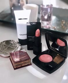 Uploaded by J. Find images and videos about fashion, make up and chanel on We Heart It - the app to get lost in what you love. Dope Makeup, Makeup Set, Beauty Makeup, Makeup Looks, Chanel Creme, Aesthetic Makeup, Beauty Essentials, Beauty Supply, Makeup Products