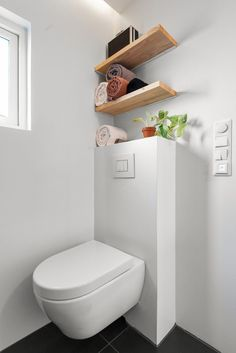 Svært attraktiv 2-roms hjørneleil. i ærverdig sveitservilla. Omfattende oppusset i nyere tid med forseggjorte detaljer. | FINN.no New Nordic, Oslo, Toilet, Real Estate, Modern, Rome, Flush Toilet, Real Estates, Litter Box