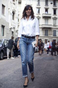 Emmanuelle Alt jeans white button down shirt black heels Emmanuelle Alt Style, Sexy Outfits, Casual Outfits, Fashion Outfits, Style Parisienne, Style Minimaliste, Blue Jeans, Fashion Week, Milan Fashion