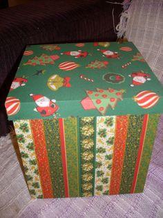 caixa porta panetone grande, em mdf pintada e revestida com tecido tema natal R$40,00