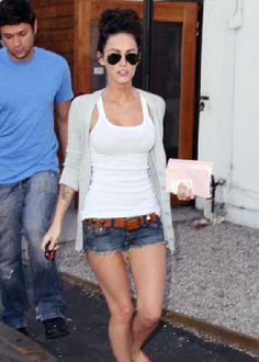 Megan Fox wearing my most fav relaxed summer outfit: high bun, aviators, tank top, and shorts with belt =)
