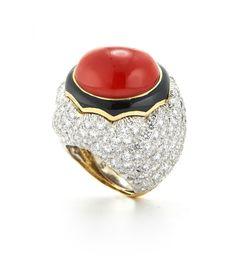 David Webb New York - Oval cabochon coral, brilliant-cut diamonds, black enamel, 18K gold, and platinum