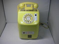 黄公衆電話機