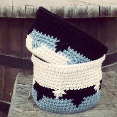 Encuentra aquí el patrón que necesitas para tejer esta bonita cesta a crochet o ganchillo.