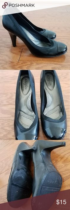 """Dexter dexflex Black Faux patent leather Heels 10 Nearly new black Dexter Dexflex pumps. Worn literally once and then I realized I'm too tall (6'1) and clumsy to wear them. Size 10, 3.5"""" heel. Man made materials and cushioned sole. Dexter Shoes Heels"""