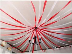 Drape red and white streamers from the ceiling to create a tent over your party space. 13 Ideas For Throwing The Creepiest Clown Themed Halloween Party