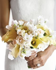 Garden roses, sweet peas, and calla lilies make for a dynamic mix.