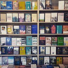 Jetzt ist schon wieder was passiert… 7 Krimi-Tipps Photo Wall, Frame, Books, Reading, Picture Frame, Photograph, Libros, Book, Frames