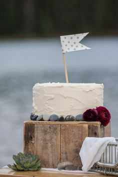 Lake themed wedding cake by Naturally Chic |  | photo by One-Edition: Weddings by Rafal Andronowski Photography.