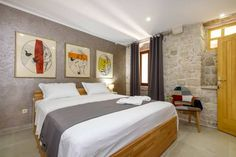 Villa Kudelik Trogir Villa Kudelik offers accommodation in Trogir. Guests can enjoy the on-site restaurant.  Every room is fitted with a TV. You will find a kettle in the room. Each room includes a private bathroom equipped with a bath or shower.