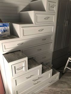 17 Space Saving Tiny House Storage Organization and Tips Ideas kleines zimmer, 17 Space Saving Tiny House Storage Organization and Tips Ideas Tiny House Stairs, Loft Stairs, Tiny House Living, Tiny House Plans, Tiny House On Wheels, Living Room, Basement Stairs, Staircase For Small Spaces, Space Saver Staircase