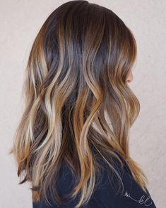 20 Sweet Caramel Balayage Hairstyles for Brunettes and Beyond D. - 20 Sweet Caramel Balayage Hairstyles for Brunettes and Beyond Dimensional Caramel Balayage Hair - Hair Blond, Ombré Hair, Dark Hair, Balayage Brunette, Hair Color Balayage, Bayalage, Brunette Highlights, Long Brunette, Caramel Hair