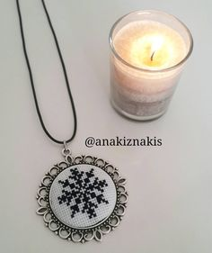 Brazilian Embroidery, Hand Embroidery, Diy And Crafts, Jewelery, Cross Stitch, Bling, Pendant Necklace, Sitges, How To Make